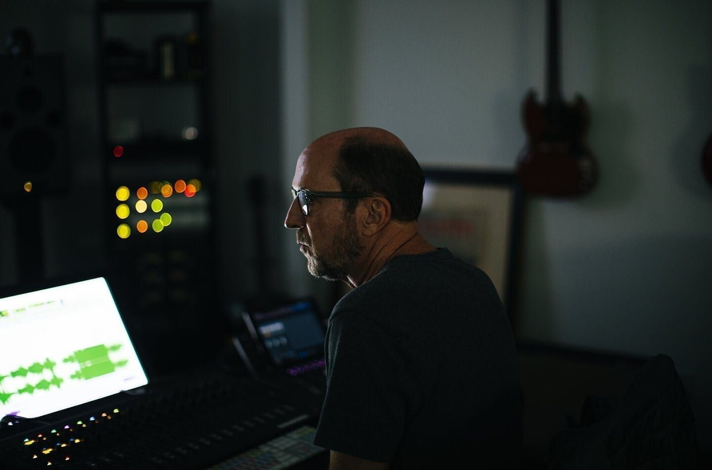Academy Award-winning re-recording engineer Chris Jenkins (Mad Max: Fury Road) is one of the sound creators on the Sonos Soundboard, a panel of creative advisors that helps Sonos fine-tune the sound of speakers like Beam.