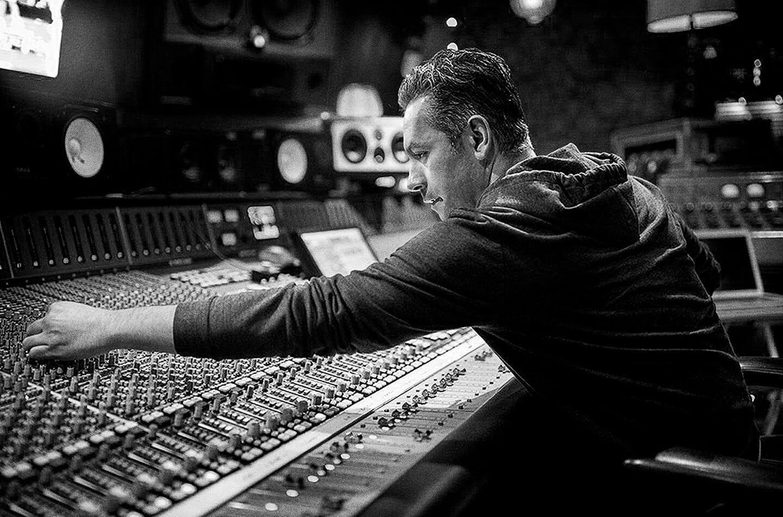 Grammy Award-winning music producer and Sonos Soundboard member Manny Marroquin.